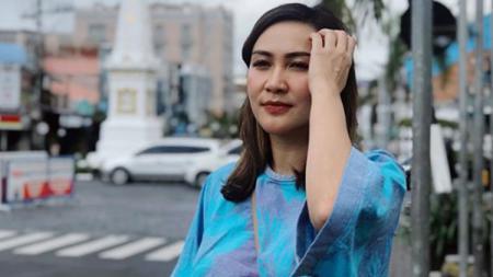Artis dan presenter cantik asal Indonesia bernama Sabria Kono beberapa waktu lalu melakukan olahraga bersama suaminya, Rio Febrian. - INDOSPORT