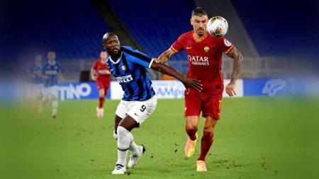 Bek veteran AS Roma, Aleksandar Kolarov, pada akhirnya telah resmi berseragam raksasa Serie A Liga Italia, Inter Milan. - INDOSPORT