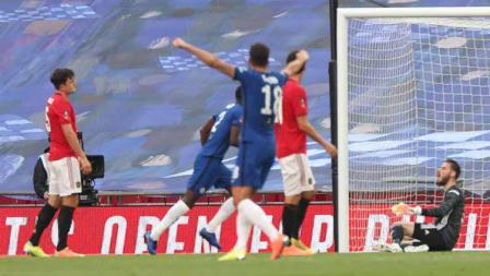 Gol bunuh diri Harry Maguire (Manchester United) dalam pertandingan Semi Final Piala FA.