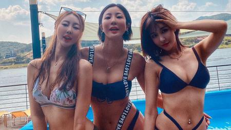 Lee Bomyi (tengah) bersama dengan kedua rekannya - INDOSPORT