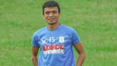 Indosport - Ferdinand Sinaga saat latihan perdana PSMS Medan, Senin (20/7/20).