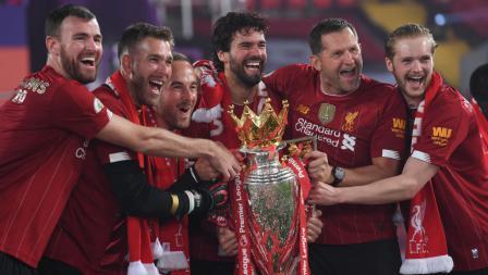 Para Kiper dan pelatih kiper Liverpool rayakan gelar juara Liga Primer Inggris