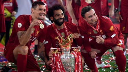 Dejan Lovren, Mohamed Salah, dan Xherdan Shaqiri rayakan gelar juara Liga Primer Inggris