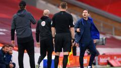 Indosport - Frank Lampard tampak kesal kepada Jurgen Klopp
