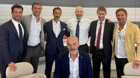 Pelatih AC Milan, Stefano Pioli, mengatakan bahwa timnya akan melakukan sesuatu terkait rencana raksasa Serie A Liga Italia tersebut di bursa transfer. - INDOSPORT