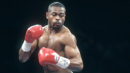 Juara sementara middleweight WBA, Chris Eubank Jr mengatakan bahwa seniornya, Roy Jones Jr bisa saja kalah melawan Mike Tyson. - INDOSPORT