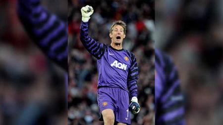 Edwin van der Sar mengungkapkan satu laga Liga Champions yang menjadi penyesalannya seumur hidup bersama Manchester United. - INDOSPORT