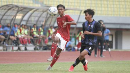Laga uji coba antara Timnas Indonesia U-16 vs Askab Kabupaten Bekasi U-18 di Stadion Patriot Bekasi, Jumat  (24/07/20). Timnas U-16 menang 5-0. - INDOSPORT