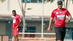 Indosport - Pelatih fisik Persipura, Breno Araujo (kanan), sudah rindu ingin segera merumput di Liga 1 2020.