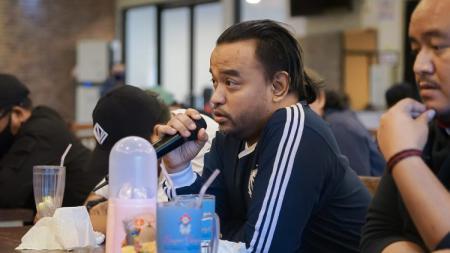 Ketua umum Panser Biru, Kepareng saat menyampaikan aspirasinya di acara sarasehan bersama manajemen PSIS - INDOSPORT
