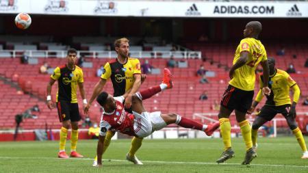 Pierre-Emerick Aubameyang menunjukkan tajinya dan membawa Arsenal meraih kemenangan atas Watford di pekan terakhir Liga Inggris 2019/20. - INDOSPORT