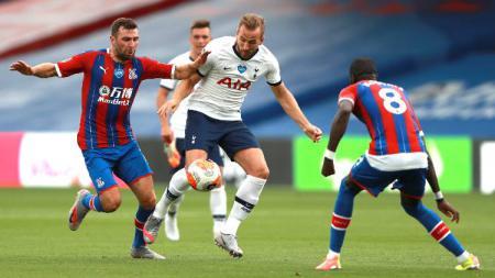 Harry Kane mencetak gol pada pertandingan Liga Inggris antara Crystal Palace vs Tottenham Hotspur, Minggu (26/07/20). - INDOSPORT