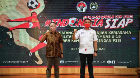 Menpora Zainudi Amali bersama Ketum PSSI Mochammad Iriawan di gedung Kemenpora, Jakarta. - INDOSPORT