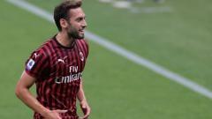 Indosport - AC Milan bersiap-siap mencari playmaker pengganti untuk mengantisipasi kepergian playmaker andalan mereka, Hakan Calhanoglu.