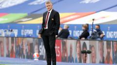 Indosport - Ole Gunnar Solsjaer buka suara terkait rumor Edwin van der Sar yang akan menggantikan posisi dan peran Ed Woodward di Manchester United.