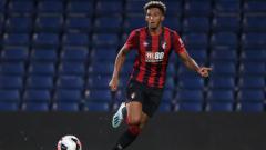 Indosport - Bek Bournemouth, Llyod Kelly, beraksi dalam pertandingan Liga Inggris.