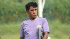 Indosport - Masih ingat dengan Elly Idris, mantan pelatih Persita Tangerang pada Liga 2 2018 lalu?
