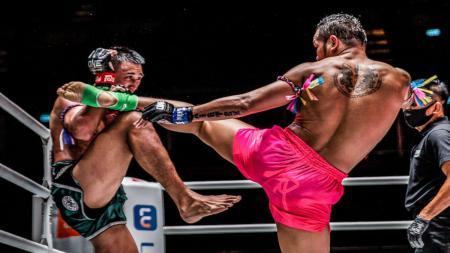 Duel petarungan di ONE Championship. - INDOSPORT