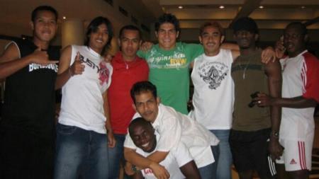 Modestus Setiawan (paling kiri baju hitam) ketika bersama skuat PSIS tahun 2006. - INDOSPORT