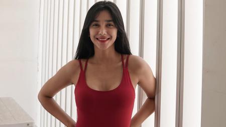 Tampil seksi dan sporty, Fanny Ghassani membagikan tips agar tubuh tidak njarem atau lebam usai melakukan tabata workout. - INDOSPORT