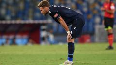 Indosport - Ciro Immobile tertunduk lesu usai Lazio kalah dari Napoli