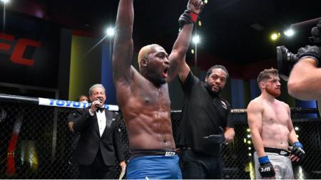 Petarung veteran MMA, Derek Brunson membuktikan jika dirinya masih terlalu perkasa untuk Edmen Shahbazyan dalam pertarungan yang digelar di UFC APEX, Las Vegas, Nevada - INDOSPORT
