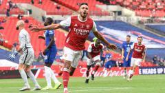 Indosport - Selebrasi Pierre-Emerick Aubameyang (Arsenal) usai mencetak gol kedua untuk timnya dalam laga final Piala FA Arsenal vs Chelsea