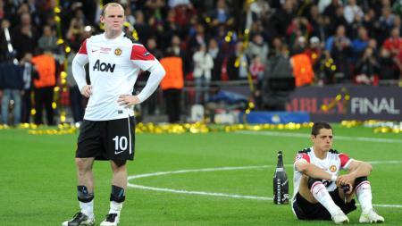 Wayne Rooney dan Javier Hernandez usai Manchester United dikalahkan Barcelona di final Liga Champions. - INDOSPORT