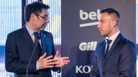 Jilat ludah sendiri usai lakukan pengusiran dari Barcelona, Josep Maria Bartomeu murka dengan Arthur karena tak mengindahkan mandat bela klub di Liga Champions. - INDOSPORT