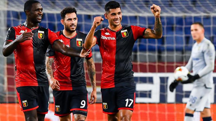 Para pemain Genoa melakukan selebrasi usai mengalahkan Hellas Verona Copyright: Paolo Rattini/Getty Images