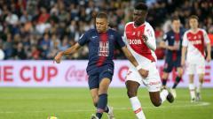 Indosport - Bek AS Monaco, Benoit Badiashile (kanan) tengah diincar Manchester United.