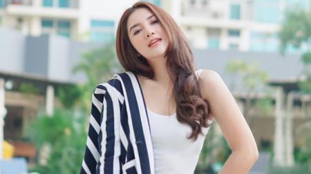 Aktris cantik dan seksi Indonesia, Alodya Desi. - INDOSPORT