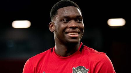 Baru jalani debut bersama Manchester United dalam laga lanjutan Liga Europa kontra LASK, The Next Rio Ferdinand mendapat pujian dari Ole Gunnar Solskjaer. - INDOSPORT