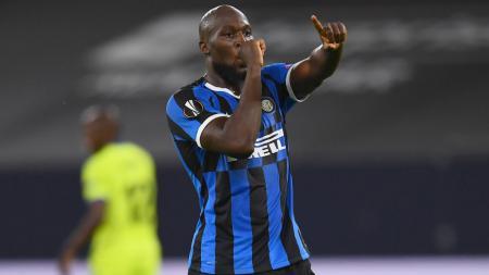 Inter Milan menjadi buruan Manchester United setelah mereka diketahui belum juga melunasi tanggungan hutang senilai ratusan miliar rupiah. - INDOSPORT