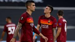 Indosport - Ekspresi Roger Ibanez (kanan) usai AS Roma dikalahkan Sevilla di Liga Europa