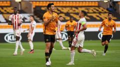 Indosport - Selebrasi Raul Jimenez usai mencetak gol di laga Liga Europa Wolves vs Olympiakos