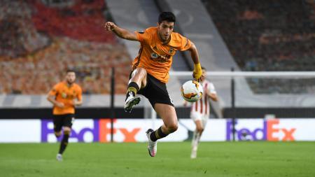 Aksi Raul Jimenez di laga Liga Europa Wolves vs Olympiakos - INDOSPORT