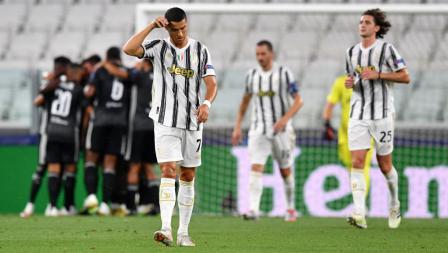 Cristiano Ronaldo tertunduk lesu usai Lyon menambah keunggulan dari Juventus di Liga Champions.