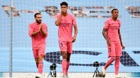 Bek Real Madrid, Raphael Varane menyesali blundernya yang berujung gol untuk Manchester City di Liga Champions - INDOSPORT