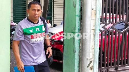 Pelatih Philep Hansen didepak oleh klub Liga 2 PSMS Medan. - INDOSPORT