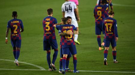 Para pemain beban kekeuh bertahan, Barcelona akan mulai bertindak kejam dengan memotong gaji para bintangnya. - INDOSPORT