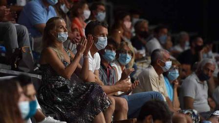Penonton laga final Palermo Terbuka 2020 yang wajib mengenakan masker.
