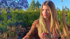 Indosport - \Mantan kekasih penyanyi pop dunia, Justin Bieber yakni Sofia Richie terlihat seksi bermain bulutangkis di pantai.