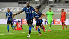 Indosport - Romelu Lukaku merayakan gol kemenangan Inter Milan atas Bayer Leverkusen
