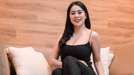 Diam-diam selebgram cantik Kartika Chaca ternyata rajin melakukan olahraga apapun, termasuk berlatih Muay Thai. - INDOSPORT