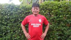 Indosport - Striker legendaris Liga Indonesia era 1990-an, Buyung Ismu.