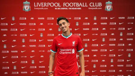 Liverpool bakal kehilangan bek anyar Kostas Tsimikas di dua laga perdana Liga Inggris setelah bintang asal Yunani itu dinyatakan positif tertular Covid-19. - INDOSPORT