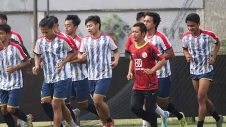 Klub promosi Liga 2 2020, AA Tiga Naga, akhirnya resmi menggelar latihan perdana mereka, yang sempat dijadwalkan dan terpaksa diundur di awal-awal Agustus. - INDOSPORT