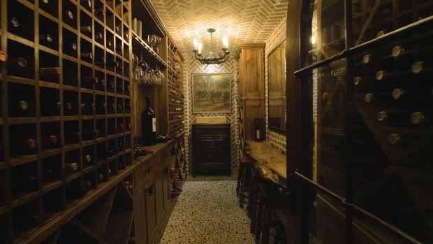 Ada banyak ruang untuk menyimpan anggur vintage di ruang bawah tanah. Copyright: thesun/HARRY NORMAN REALTORS/TNI PRESS