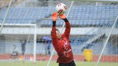 Indosport - Kiper Persib Bandung, I Made Wirawan, mengaku tidak kesulitan saat berlatih kembali dengan tim untuk persiapan mengarungi lanjutan kompetisi Liga 1 2020.
